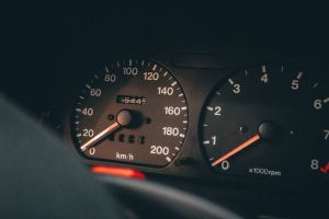 Cómo afecta a tu auto conducir sin gasolina