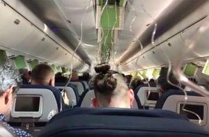 Avión de Delta desciende 30,000 pies en 7 minutos; pasajeros se despiden de sus familias