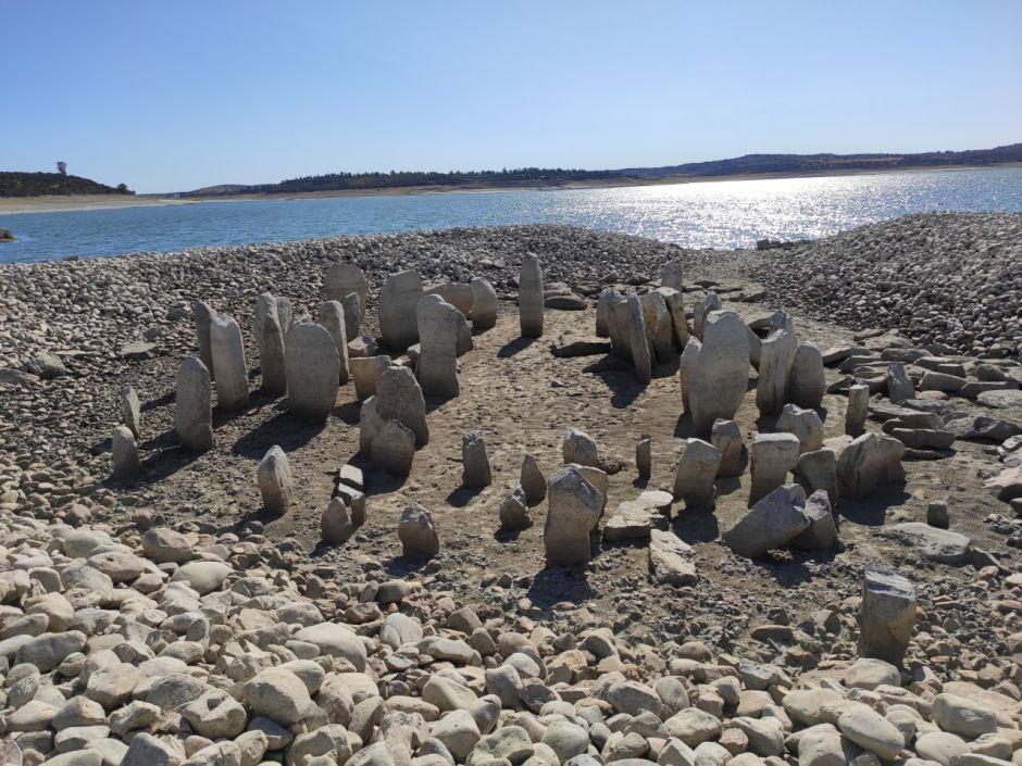 """La sequía revela el dolmen de Guadalperal, popularmente conocido como """"Stonehenge español"""""""