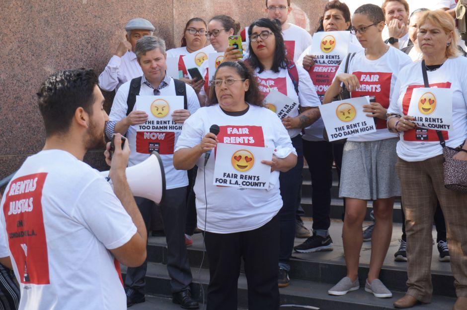 Inquilinos apoyan ordenanza para un control de renta permanente en el condado de Los Ángeles
