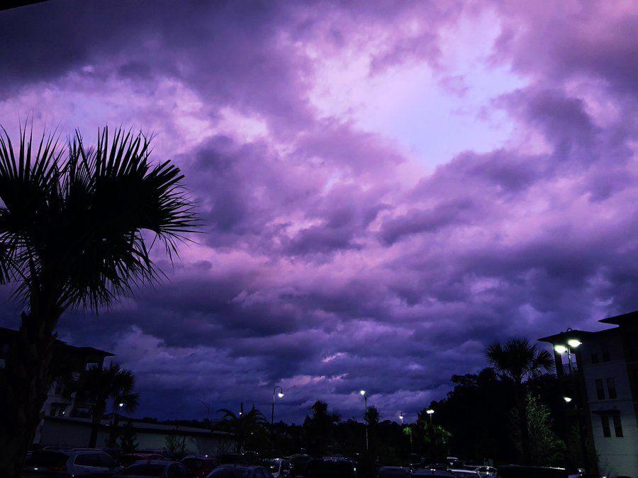 Huracán Dorian deja el cielo púrpura a su paso por Florida