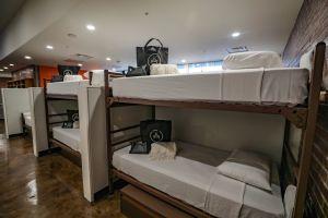 Inauguran vivienda temporaria para mujeres sin hogar en exbiblioteca de Hollywood
