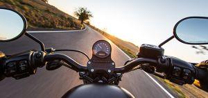 ¿Cómo girar correctamente si conduces una motocicleta?