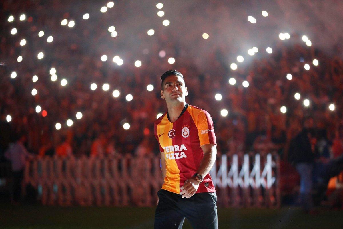 VIDEO: La espectacular presentación de Radamel Falcao con el Galatasaray