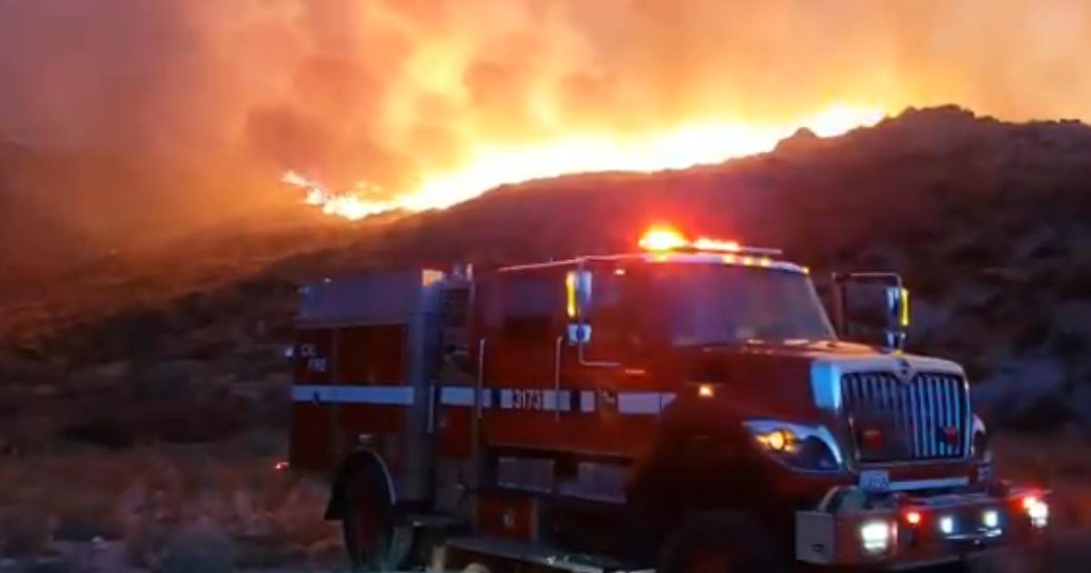 Riverside: ordenan evacuaciones por el incendio Horseshoe en Juniper Flats