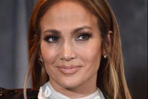 Ex novia de Ricky Martín también usó el famoso vestido de Jennifer López con Versace