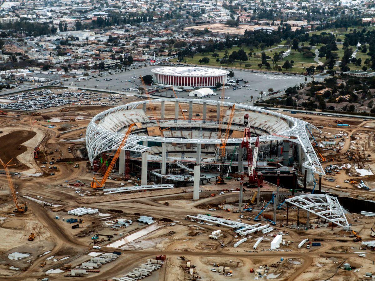 Fin de la polémica, el dueño de los Clippers de Los Ángeles compra el Forum de Inglewood por $400 millones