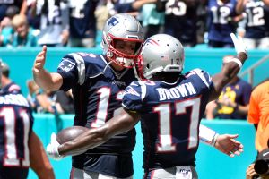 Antonio Brown anotó su primer touchdown con los Pats en la paliza a Miami