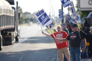 ¿Qué piden los más de 50 mil empleados de General Motors que protestan en 19 estados?