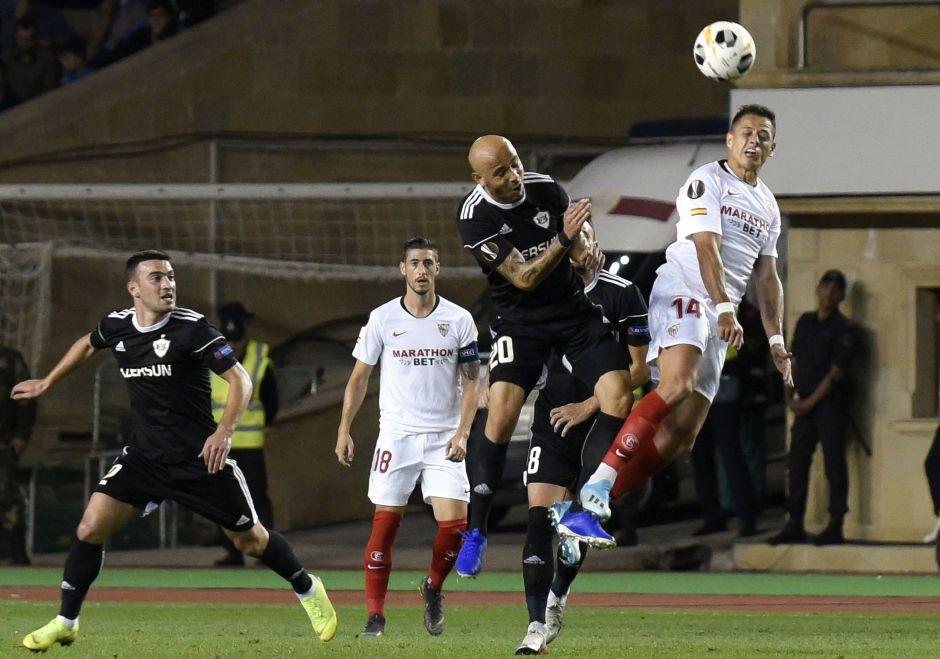 'Chicharito' mete su primer gol con el Sevilla y fue en la Europa League