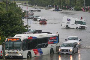 Reportan 2 muertos en las inundaciones causadas por Imelda en Texas