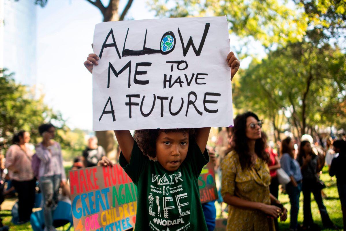 Huelga global por el clima: manifestantes en Los Ángeles exigen acciones de para proteger el clima