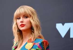 Taylor Swift confirma que su novio Joe Alwyn colaboró en su último disco 'folklore'