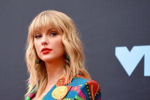 Taylor Swift lanza un sinfín de indirectas a Scooter Braun y compañía durante los AMA
