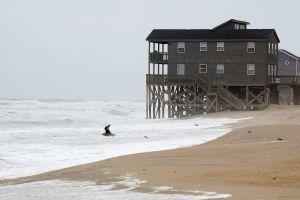 Huracán Dorian: alertan a residentes de la costa de Carolina del Norte que deben refugiarse