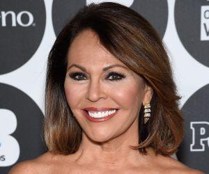 María Elena Salinas conquista las pantallas de CBS con su vestido azul