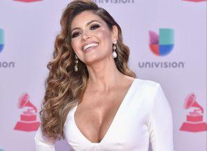 Chiquinquirá Delgado mostró parte de un seno vistiendo un sexy vestido