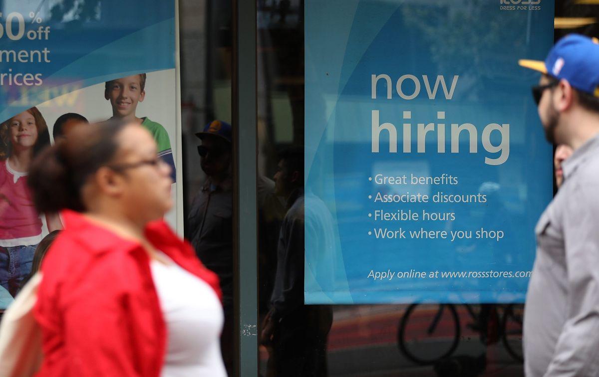 El sector servicios, en general, sigue demandando empleo frente al estancamiento de los sectores fabriles y de construcción./Archivo