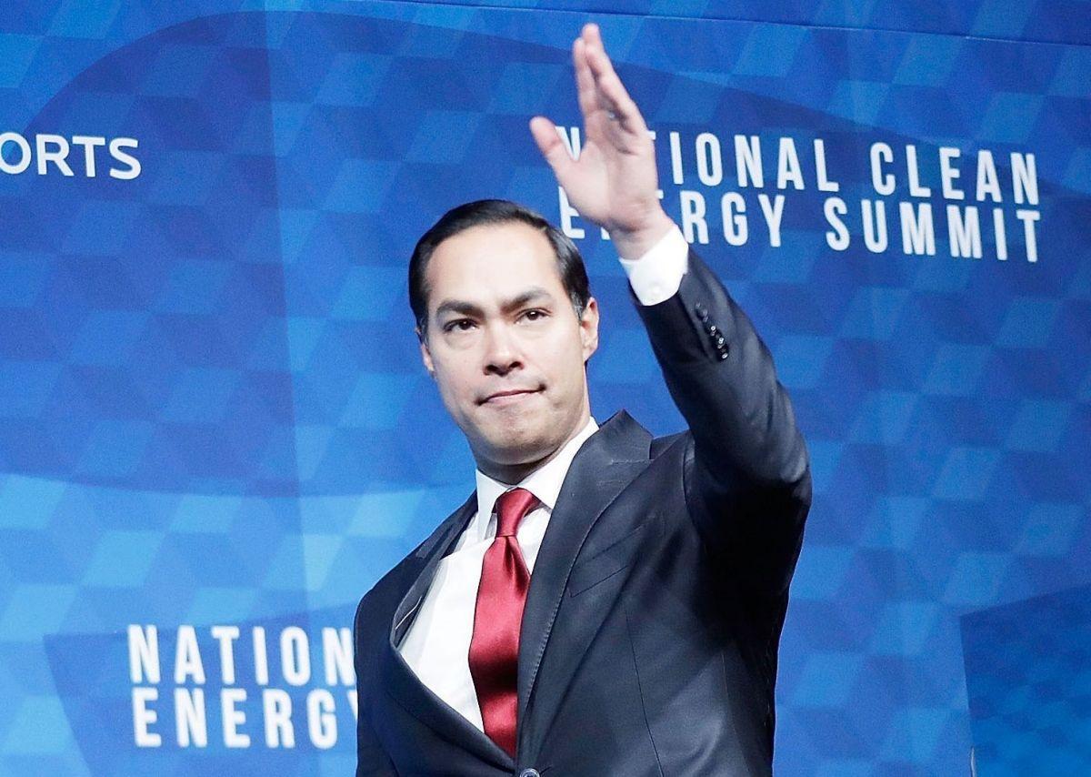 Julián Castro es el único hispano en la contienda demócrata.