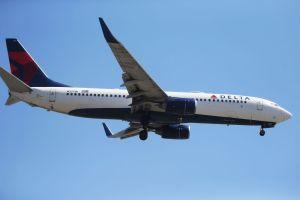 """""""Desaparecen"""" $300 mil dólares en aeropuerto JFK de Nueva York; FBI arresta a empleado de Delta Airlines"""