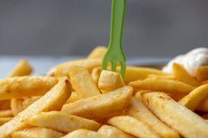 Adolescente se queda ciego por comer papas fritas