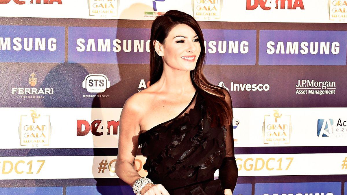 La sexy presentadora de los premios The Best es novia de Buffon