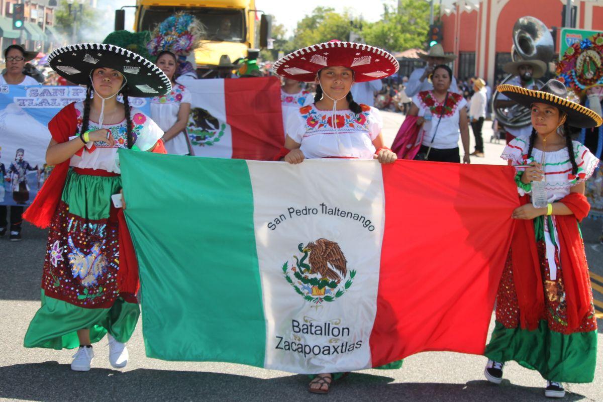 Decenas de miles de personas celebran la mexicanidad en Los Ángeles