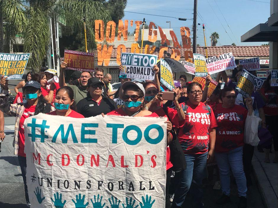 Trabajadores de McDonald's protestan en California por acoso laboral