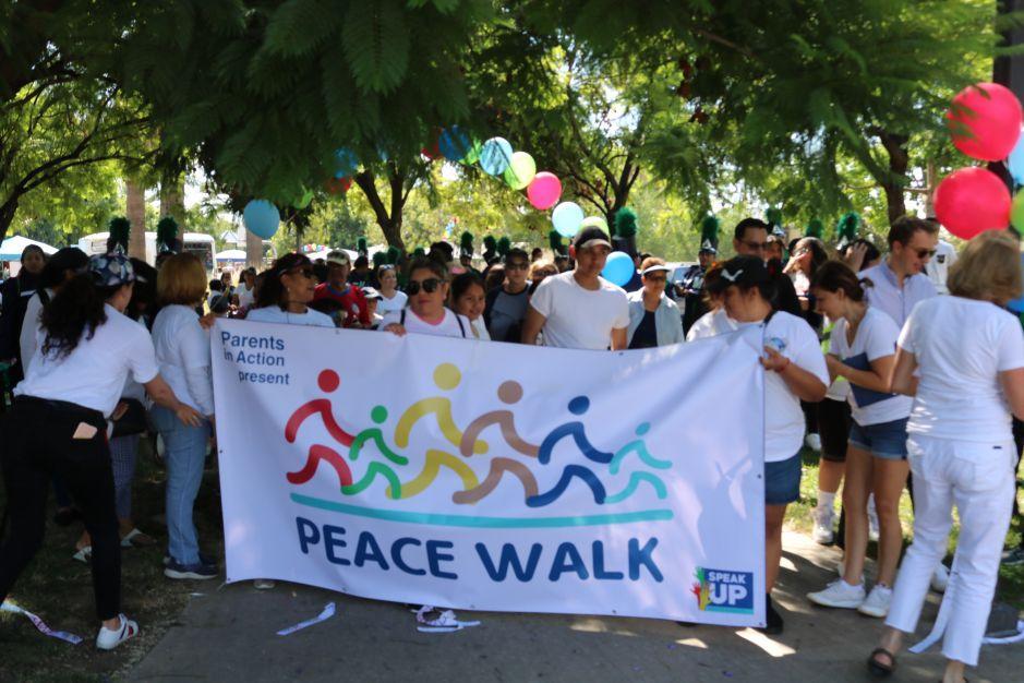 Marcha por la paz en el sureste de LA: 'Todos merecemos respeto'