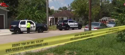 Un presunto caso de violencia doméstica deja a hombre muerto, mujer herida y una casa prendida en fuego