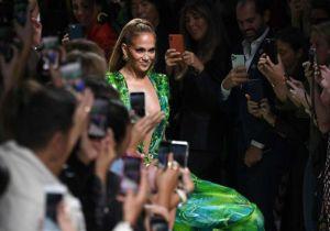 Así fueron las reveladoras pruebas de vestuario de Jennifer López con el mini vestido de Versace