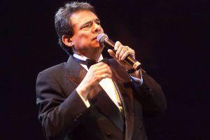 Video: Marc Anthony y su conmovedor tributo a José José en los Latin AMAs 2019