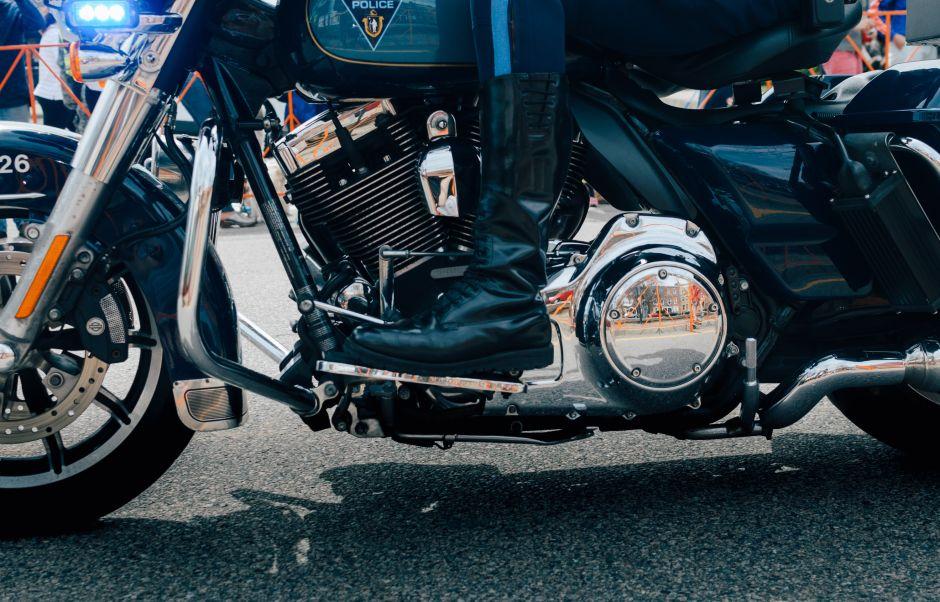 6 estilos de botas protectoras para hombres que andan en moto a menudo