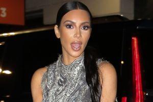 Los Jonas Brothers se burlan de las Kardashian recreando la icónica pelea entre Kim y Khloé