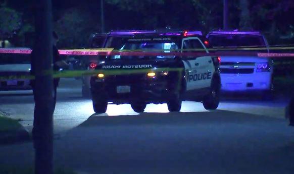 Houston- Mujer intentó correr por su vida, pero un sospechoso la asesinó a balazos