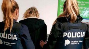 Hombre agrede a policía en Argentina y la agente le devuelve el golpe. El video se hizo viral