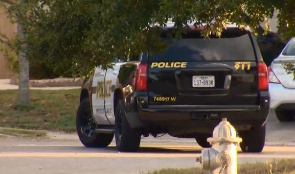 """San Antonio: Una """"terrible tragedia"""", muere niño de 3 años en el interior de un vehículo caliente"""