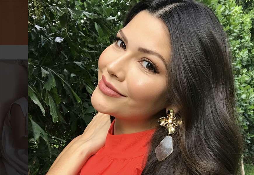Ana Patricia Gámez es una sexy mamá que sabe cómo decorar su árbol de Navidad