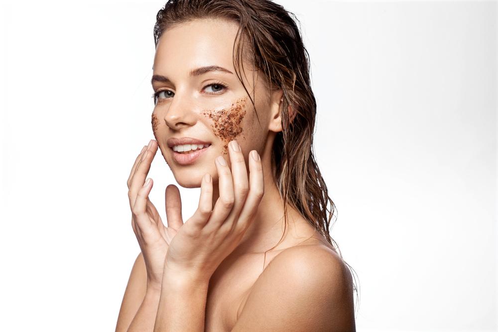 ¿Cada cuánto tiempo debo hacerme una exfoliación en el rostro y qué productos puedo usar?
