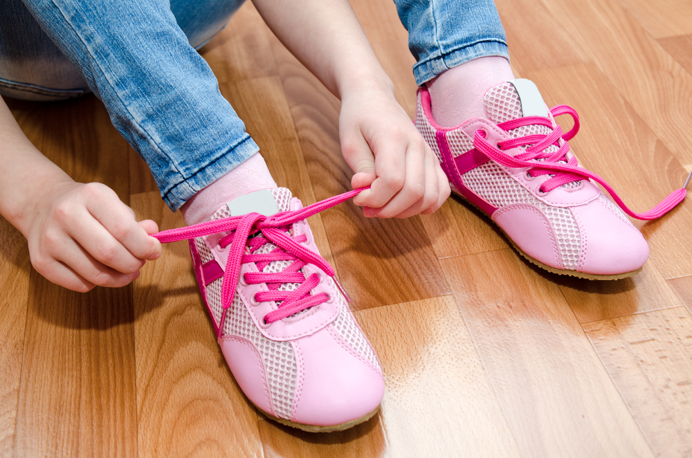 Niña se debate entre la vida y la muerte por probarse unos zapatos