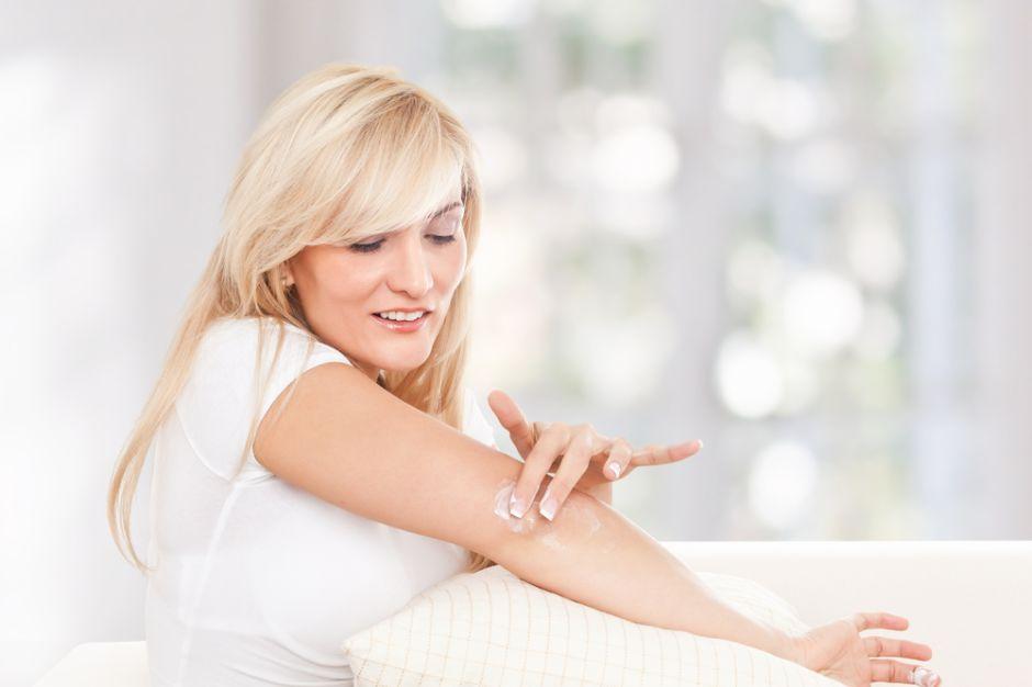 como exfoliar la piel seca en casa
