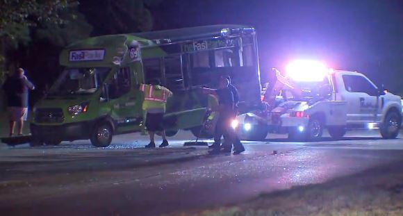 ÚLTIMA HORA: Seis heridos en violento accidente entre SUV y 'shuttle' en el área del Aeropuerto Bush