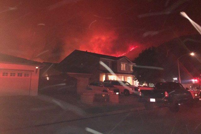 Incendio masivo en Murrieta se expande rápidamente en el sur de California