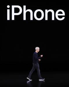 Apple lanza nuevo iPhone, suscripción de tele y de juegos