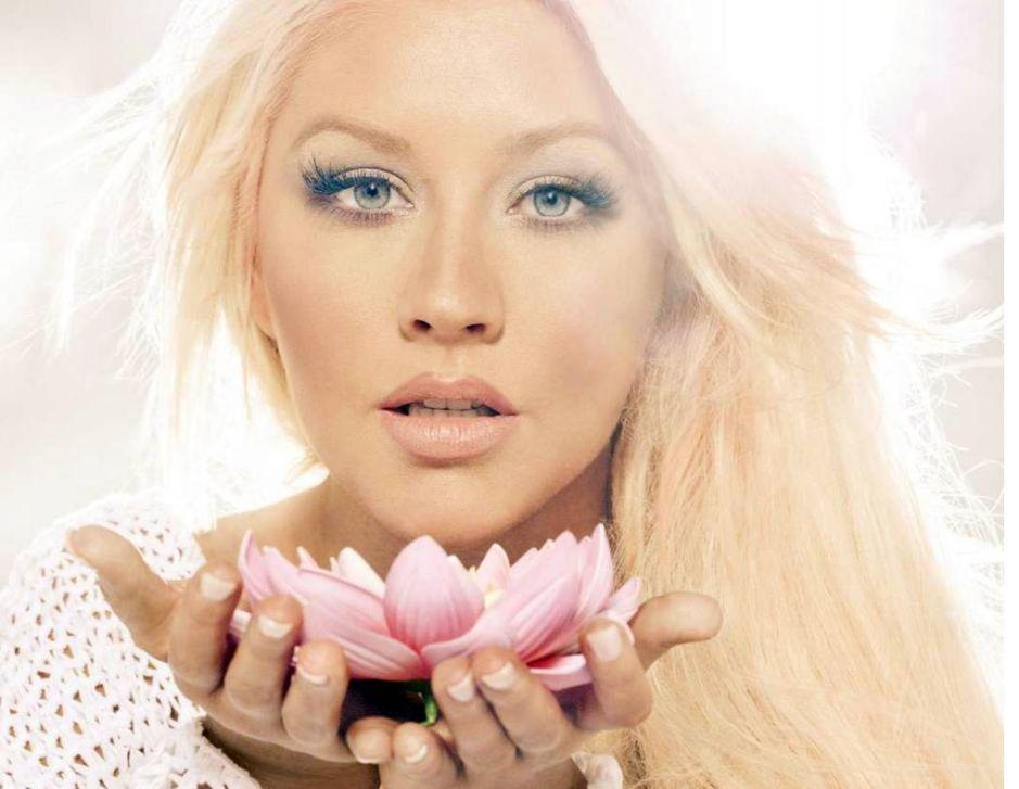 Christina Aguilera llega a Monterrey en medio de un fuerte dispositivo de seguridad