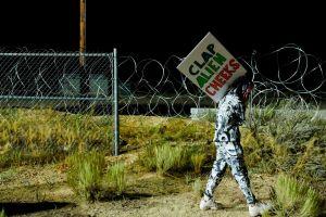 """¡El día llegó! Decenas de personas se reúnen en el Área 51 para """"liberar extraterrestres"""""""