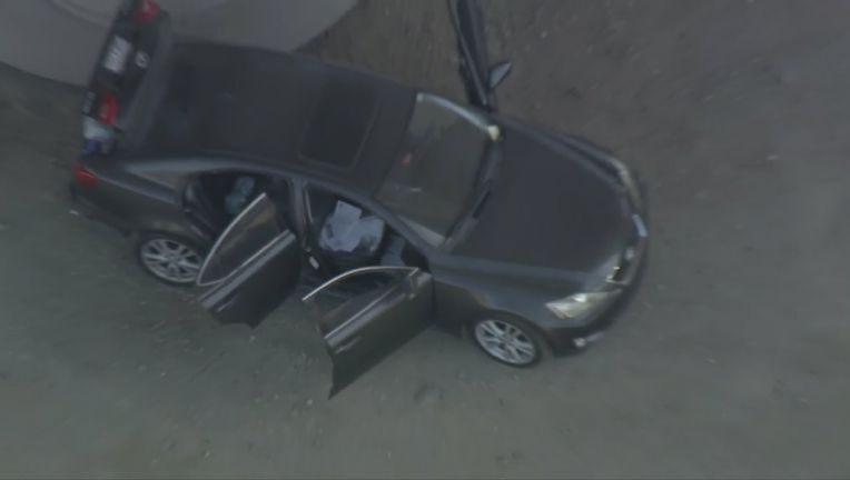 Detectives de Anaheim hallan cadáver dentro de vehículo abandonado