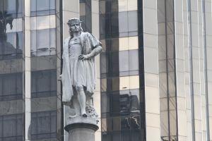 Réplica de carabela de Cristóbal Colón se quedó varada en la bahía de Nueva York