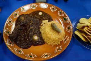 ¿Cuál es tu lugar favorito para comer mole en Los Ángeles? Aquí hay 10 propuestas