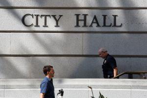 Persiste desigualdad salarial en Ayuntamiento de LA: minorías siguen mal pagadas